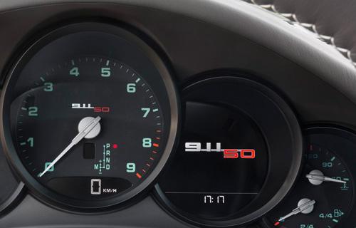 Porsche 911 bản đặc biệt giá 124.100 USD - 9
