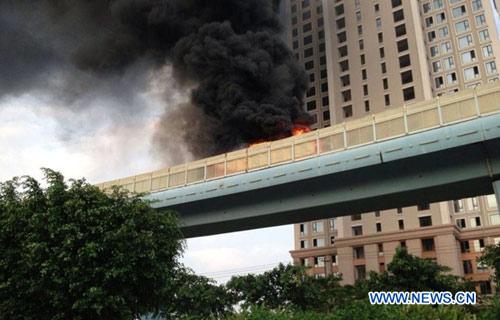 Cháy xe bus ở TQ là một vụ trọng án - 1