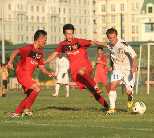 """U23 VN được HN.T&T """"dạy đá bóng"""" - 1"""