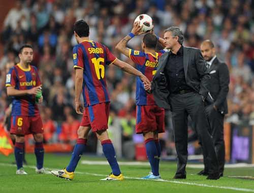 "Xavi ""châm chọc"" Mourinho - 1"