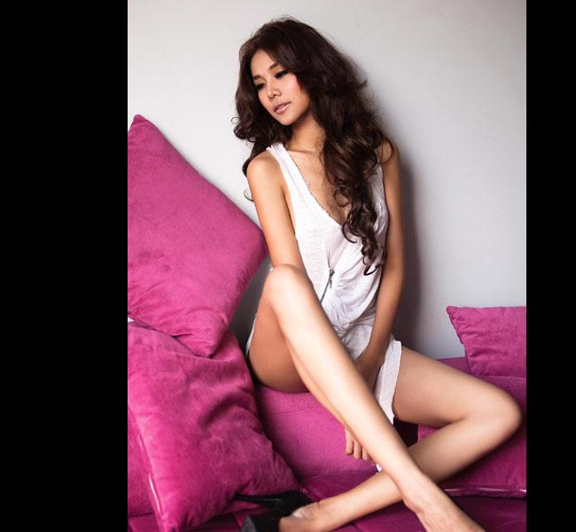 Nói đến siêu mẫu Thanh Hằng, nhiều người sẽ nghĩ ngay đến đôi chân dài 1,12m không đối thủ của cô.