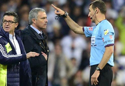 """Đến lượt Iniesta """"đánh hội đồng"""" Mourinho - 1"""