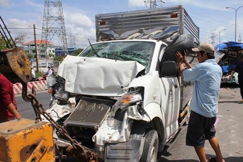 """TP.HCM: 6 ôtô """"dính"""" tai nạn liên hoàn - 1"""