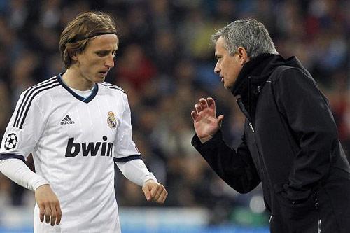 Khước từ Chelsea, Modric muốn ở lại Real - 1