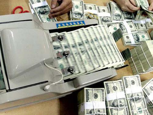 NH đồng loạt tăng mạnh giá mua USD - 1
