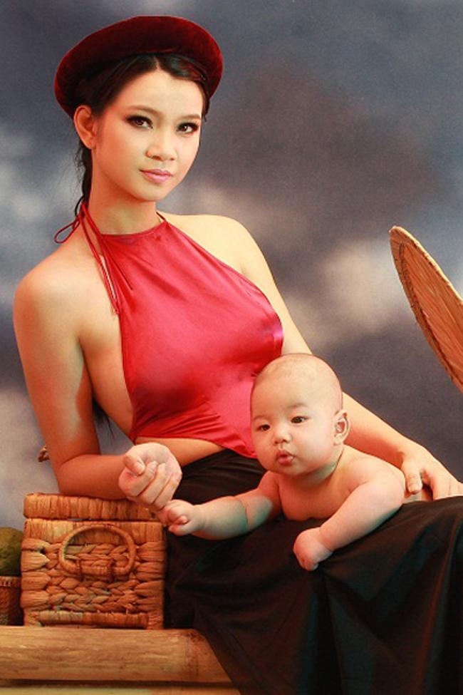 Hình ảnh tuyệt đẹp của mẹ con người mẫu Hạ Vy