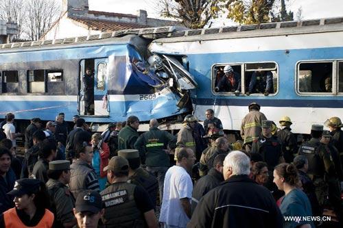 Tàu hỏa đấu đầu kinh hoàng ở Argentina - 1