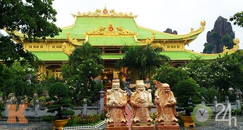 Đền thờ dát vàng giá ngàn tỷ tại VN - 1