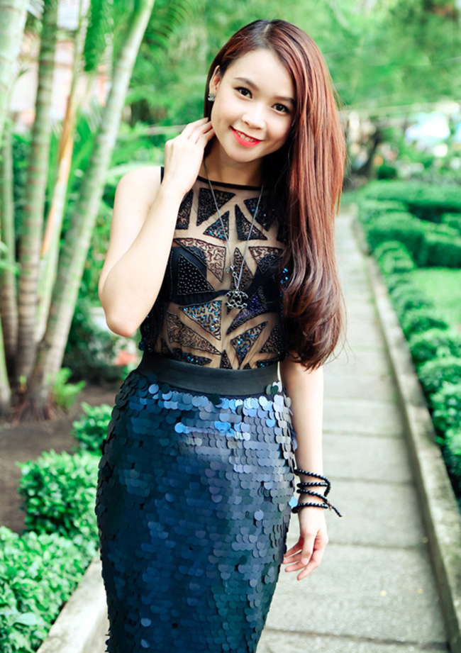Bốn nàng hot girl đọ vẻ gợi cảm  Hot girl Jane Nguyễn khoe vẻ đẹp kiêu sa  Những hot girl có nụ cười \'tỏa nắng\'  Những hot girl nổi tiếng khoe thân