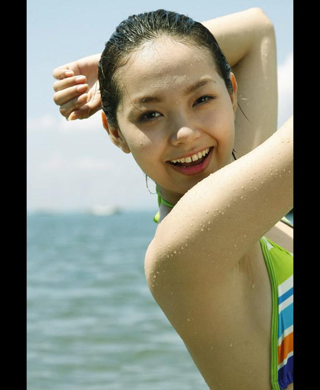 Như chính Minh Hằng đã từng thừa nhận, cô sở hữu một thân hình với các số đo tương đối tròn trịa.