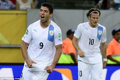 Suarez san bằng kỉ lục của Forlan - 1