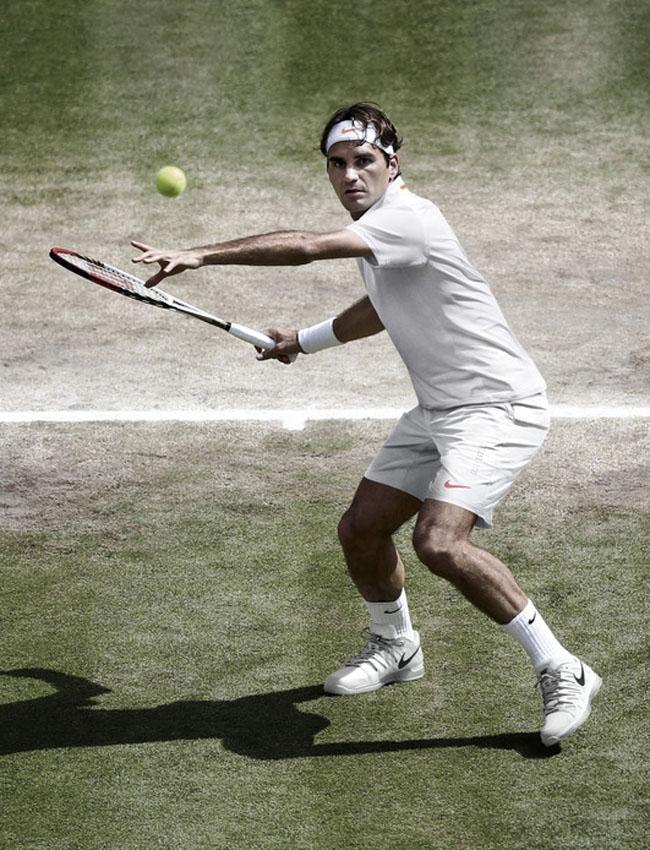 Bất cứ giải đấu nào thì bộ đồ thi đấu của Roger Federer luôn được chờ đợi nhất. FedEx sẽ mặc chiếc áo Nike Premier RF Crew, theo thiết kế Dri-FIT với những đường nối thân áo kín tạo nên hình ảnh sắc nét.