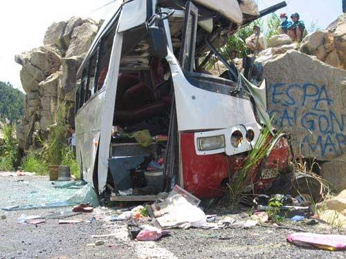 Vụ xe đâm núi: Do tài xế sử dụng sai phanh - 1