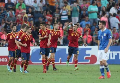 U21 Italia – U21 TBN: Ngôi sao Thiago-Isco - 1