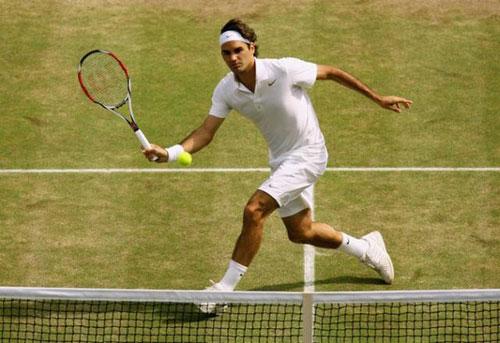 Kỹ chiến thuật hoàn hảo của Federer trên sân cỏ - 1