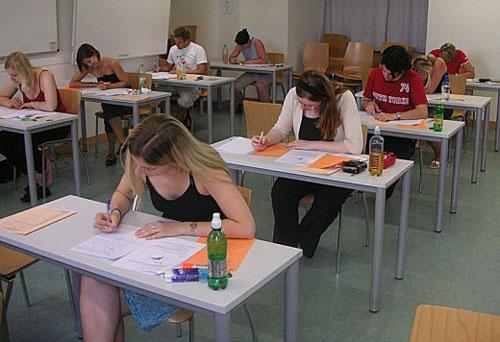 Mỹ đau đầu về kỳ thi tốt nghiệp THPT - 1