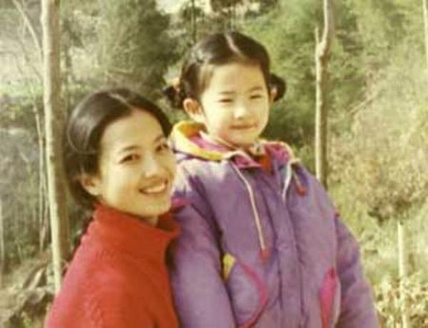 Bất ngờ với mẹ của Lưu Diệc Phi - 1