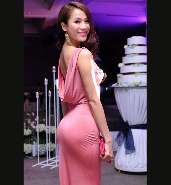 Tư thế chụp hình cũng giúp vòng ba của Thái Hà trở nên hút mắt hơn.