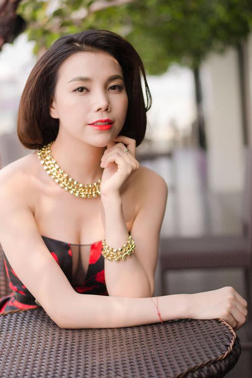 Trà Ngọc Hằng đẹp long lanh tại Hà Nội - 1