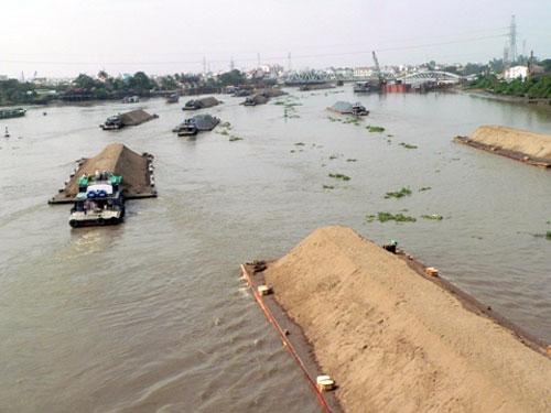 Vụ sà lan đâm chìm 44 nhà: Mối nguy chực chờ - 1