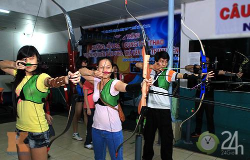 Giới trẻ Sài Thành trổ tài bắn cung - 1