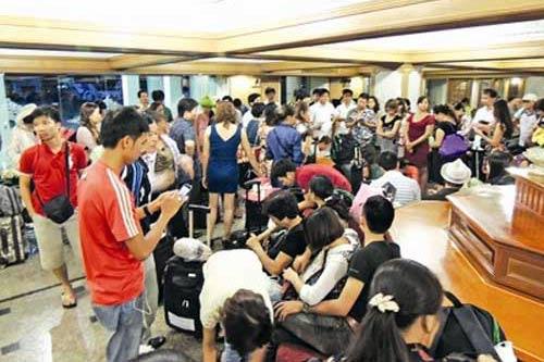 Bỏ rơi 700 du khách: Phạt 80 triệu đồng - 1