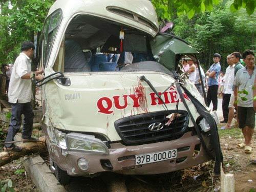 Lại tai nạn xe khách, 11 người nguy kịch - 1