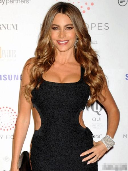 Sofia Vergara tự tin khoe eo tuổi 40 - 1