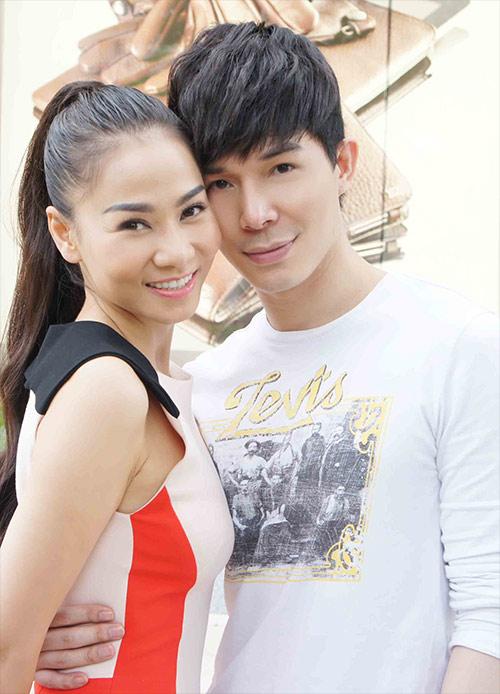 Thu Minh ôm hôn Nathan Lee - 1