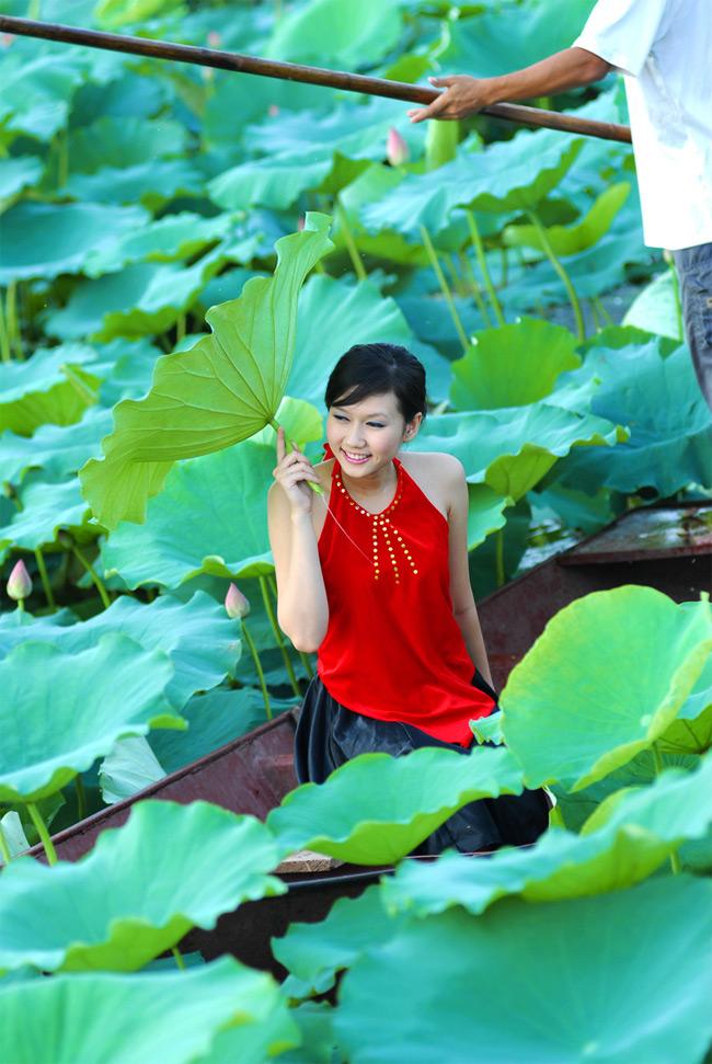 Khi còn đang ngồi trên ghế giảng đường, Hương Giang đã bén duyên với công việc truyền hình.