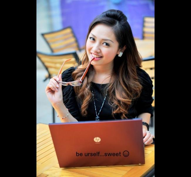 Trang được biết đến là cô gái xinh đẹp và sớm thành công trong sự nghiệp