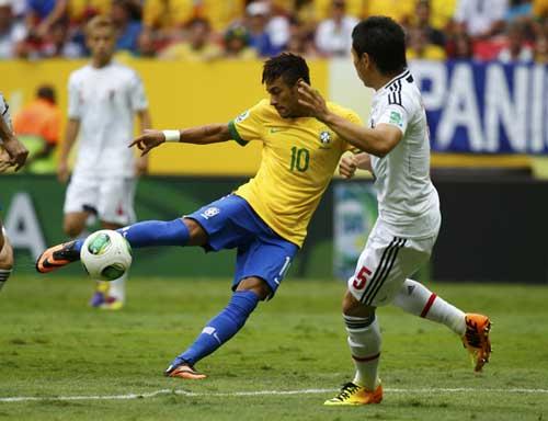 Neymar tỏa sáng: Thách thức cả châu Âu - 1