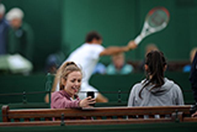 Khán giả đã tới sân theo dõi những buổi tập của các tay vợt và lưu lại những hình ảnh đáng nhớ.