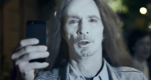 Nokia chê iPhone 5 chụp người như thây ma - 1