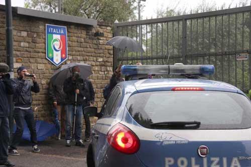 """SỐC: Cảnh sát """"sờ gáy"""" 41 CLB tại Italia - 1"""