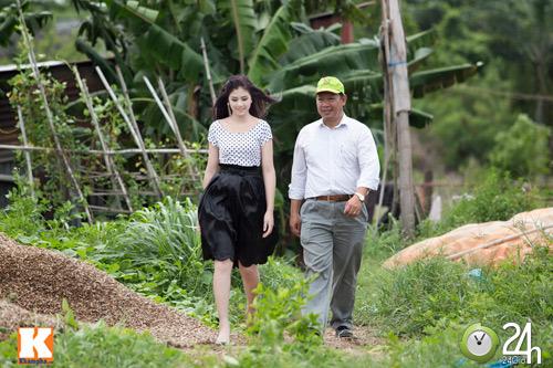 Ngọc Hân diện váy đẹp đi làm nông nghiệp - 1