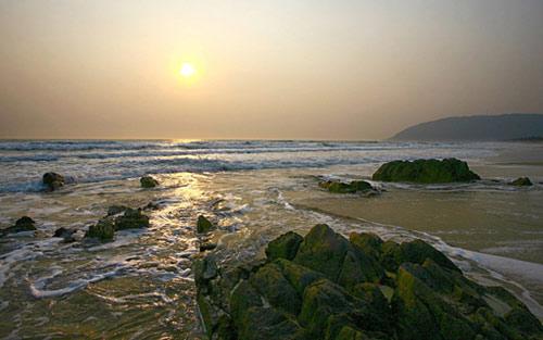 Vẻ đẹp hoang sơ của bãi biển Hoành Sơn - 1