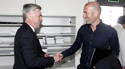 Ancelotti muốn đưa Zidane vào sân - 1
