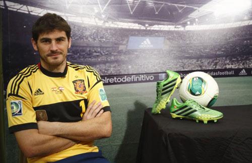 Mourinho từng khiến Casillas phải khóc - 1