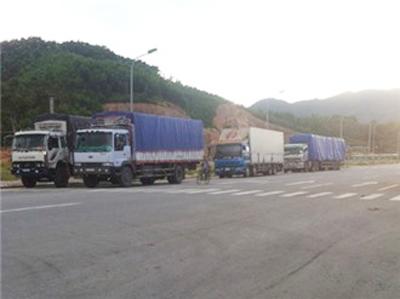 Dân tự mở đường để chuyển hàng... lậu - 1