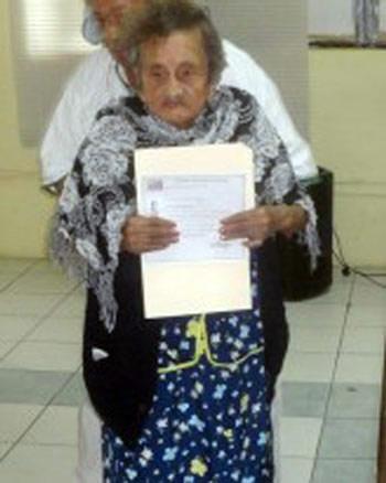 Mexico: Cụ bà 100 tuổi tốt nghiệp tiểu học - 1