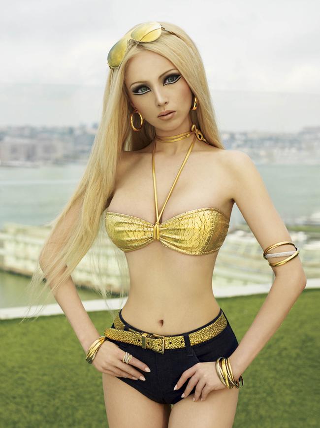 Cô gái Valeria 22 tuổi, quốc tịch Ukraina hiên đang sống tại Nga nổi như cồn trên mạng vì có ngoại hình giống hệt búp bê Barbie