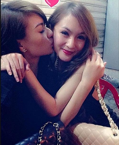 Mẫu Việt và những nụ hôn đồng giới ồn ào - 1