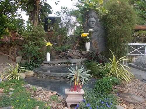 Hình ảnh cảm động bên mộ Trịnh Công Sơn - 1