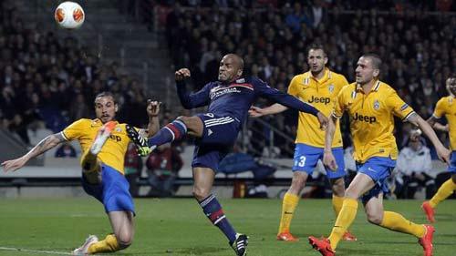 Lyon - Juventus: Cú đấm duy nhất - 1
