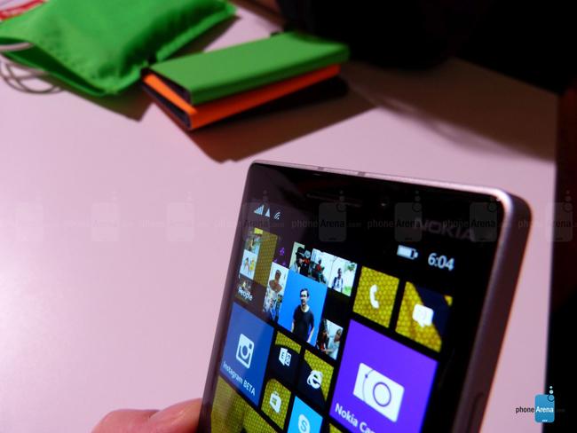 Lumia 930 vẫn sở hữu camera độ phân giải 20 MP sử dụng công nghệ PureView, cảm biến BSI, khẩu độ f/2.4, ống kính Zeiss, hỗ trợ tính năng ổn định quang học (OIS), và một đèn flash LED kép. Camera này có khả năng quay video độ phân giải 1080p tại 30 khung hình/giây.