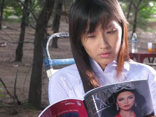 Video: Cảnh phim trớ trêu của Mai Phương Thúy - 1
