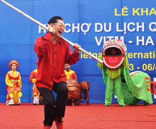 Lục Tiểu Linh Đồng múa gậy ở Hà Nội - 2