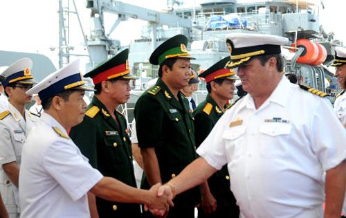 Ngắm tàu khu trục USS McCain tại cảng Đà Nẵng - 1