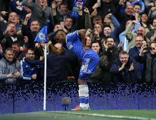 Chelsea tiếp PSG: Canh bạc của Mourinho - 1